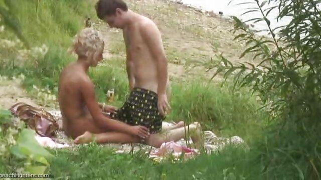 XXX tidak ada pendaftaran  Jarum bokep selingkuh ibu tiri jepang di dadanya.